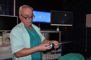Profesor Stręk ogląda nowy sprzęt